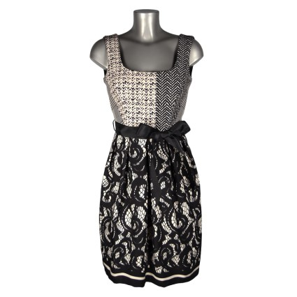 Robe baby doll motif tweed bas dentelle noir et blanc