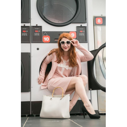 Robe droite nid d'abeille rose bandes blanches noeud devant
