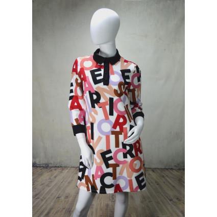 Robe polo blanche lettres colorées col noir Rinascimento