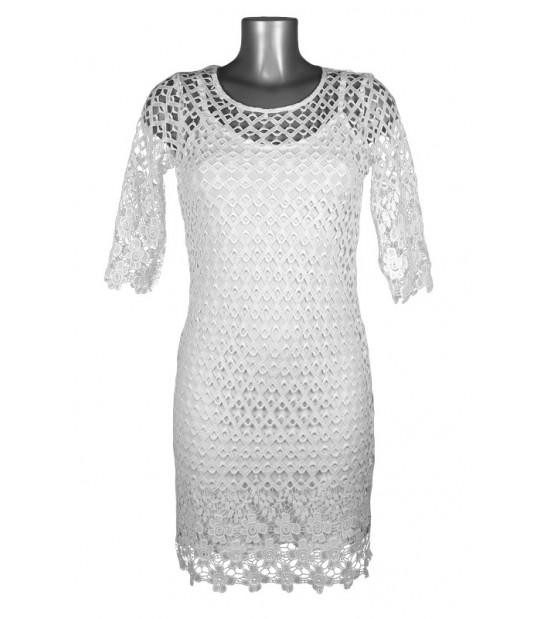 Robe broderie et fond de robe blanc